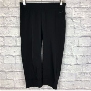 🍃 Nike Dri Fit Black Active Capri Leggings